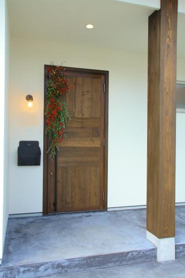 古材無垢野玄関ドア-・アンティ-九の取手とポスト.jpg
