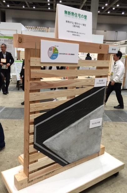 無断熱の木造住宅・外壁側.JPG