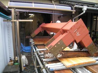 ④工場で製作した鉄骨が家の中に入れます。.JPG