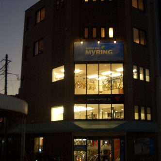 静岡県沼津市の街中狭小敷地の店舗付き2世帯住宅は4階建て6層空間の商売繁盛なサイクルショップです