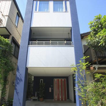 街中狭小敷地に建つ5層住宅 静岡市葵区 重量鉄骨3階建