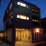 狭い土地に建っているとは思えない!3階建て屋上ガレージ付'2世帯デザインハウス'   静岡市葵区