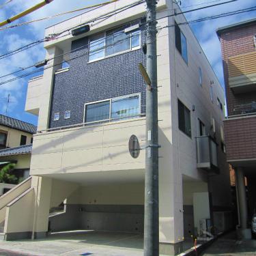 敷地の中にある高低差を利用した重量鉄骨3階建てビルトインガレージ付住宅 静岡市清水区