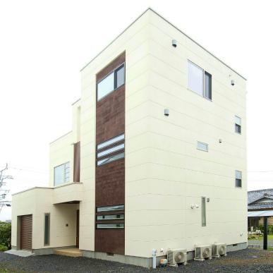 雨の日でも安心のサンルームを設けた重量鉄骨3階建て住宅 静岡県焼津市
